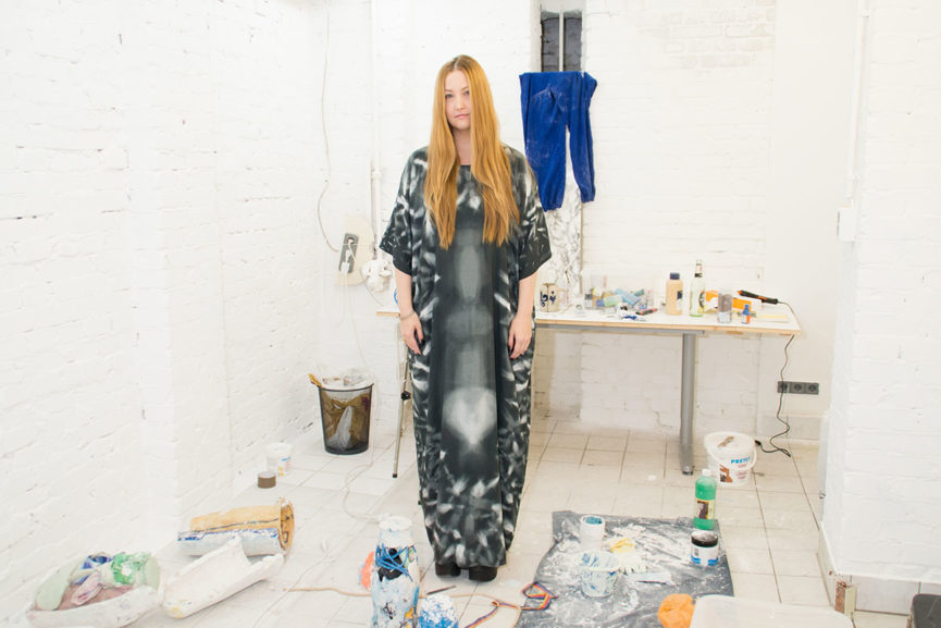 Lindsay-Lawson-in-her-Studio-Photo-©-Alexander-Coggin-for-Berlin-Art-Link-865x577