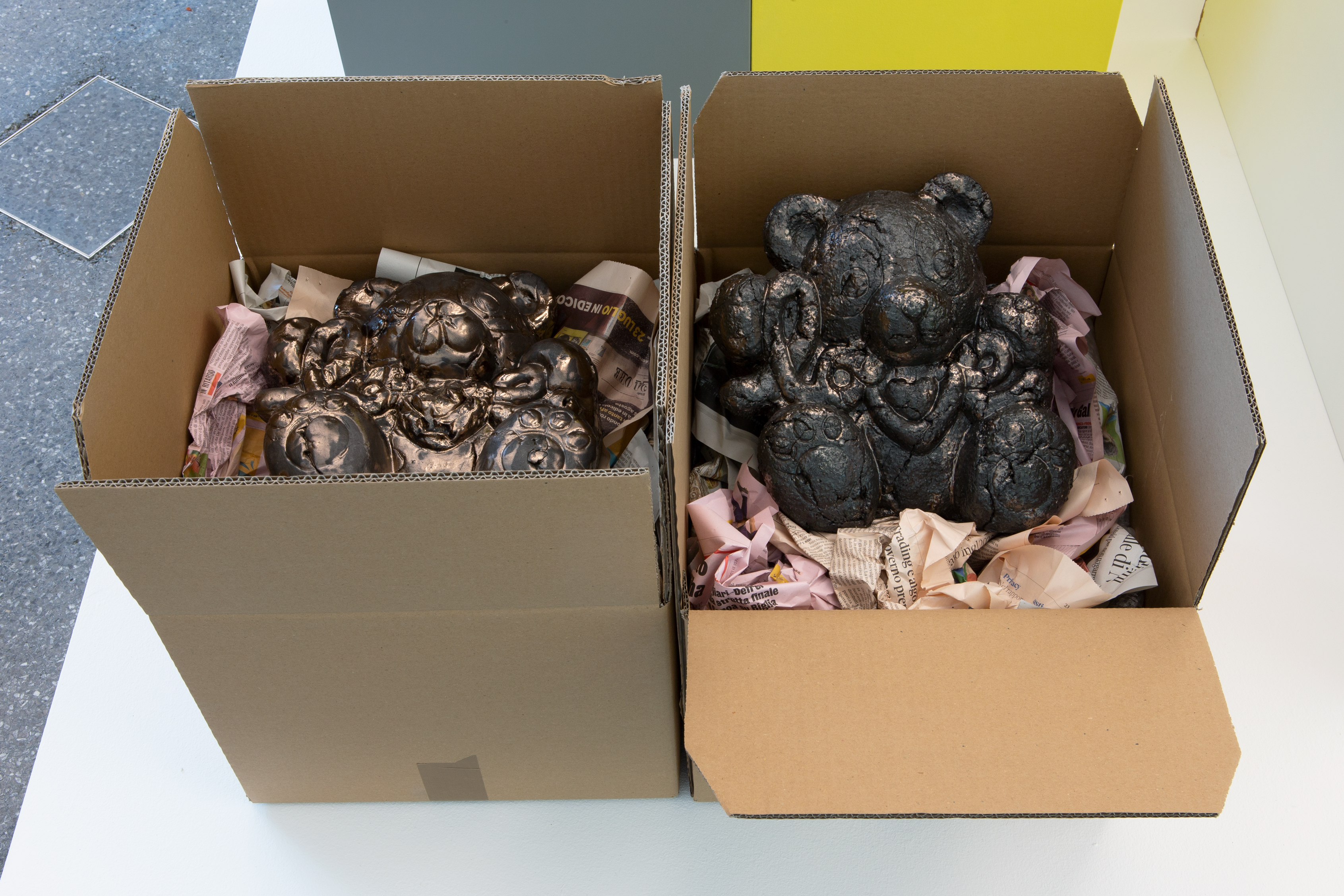 Gina Folly, Love IV & Love V, 2019, cardboard box, newspaper, glazed ceramics, 56 x 37, 5 x 66,5 cm